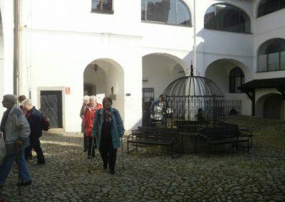 Na nádvoří zámku